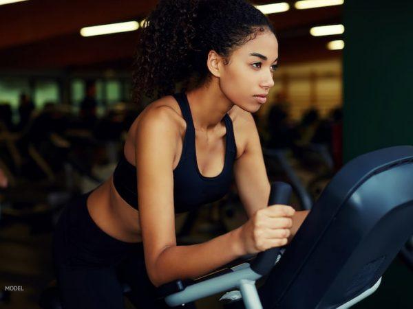 ทำไมคุณไม่สามารถออกกำลังกายได้ทันทีหลังเสริมหน้าอก?