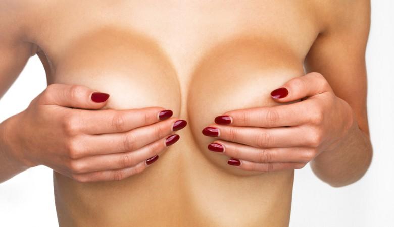 ผลลัพธ์ผลกระทบรูปร่างเต้านมเทียม